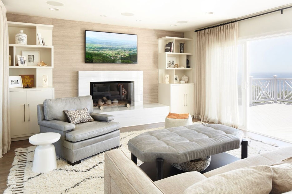 Modern Coastal Sitting Room With Grasscloth Wallpaper Designed by Erinn Valencich